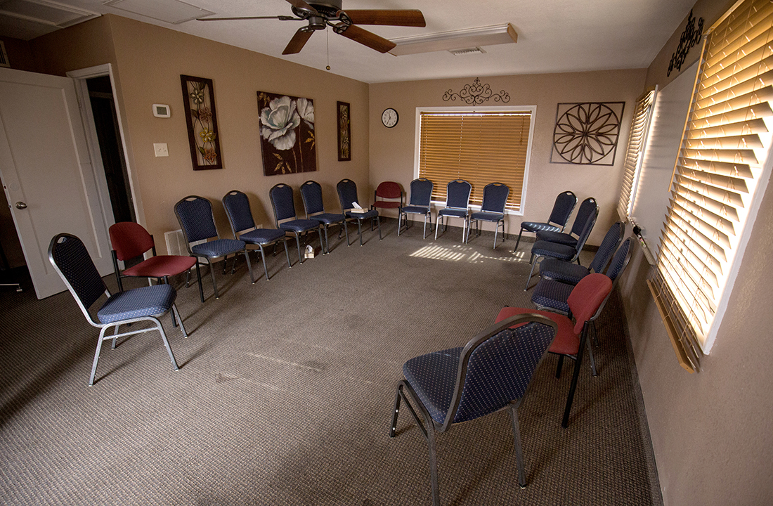 Valley Hope of Chandler routinely holds group meetings to help recovering addicts discuss the everyday challenges they face. (Photo by Ryan Dent/Cronkite News)