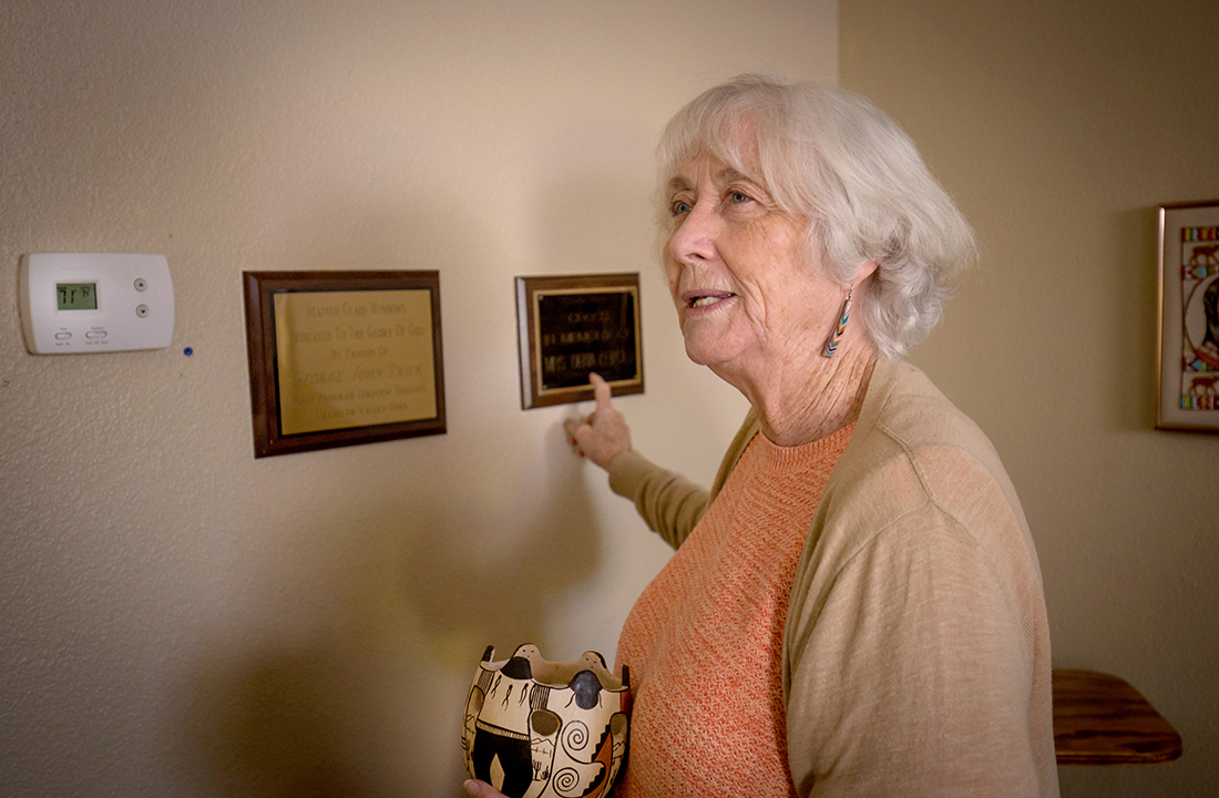 Chaplain Mary Fran Simons has dedicated the past 30 years to working with patients recovering from addiction. (Photo by Ryan Dent/Cronkite News)