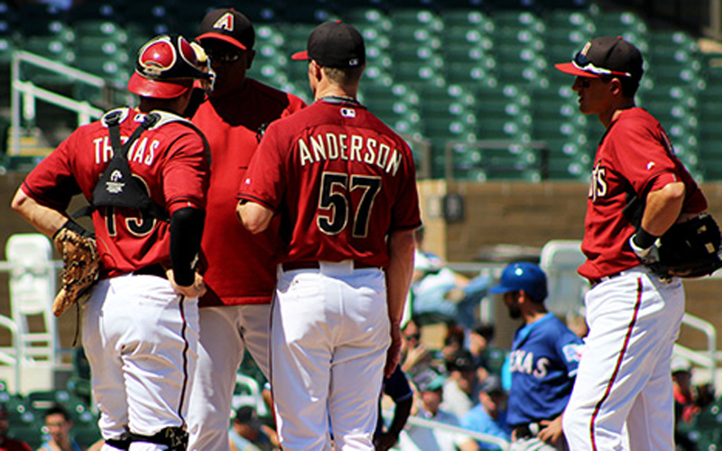 Diamondbacks meet at mound