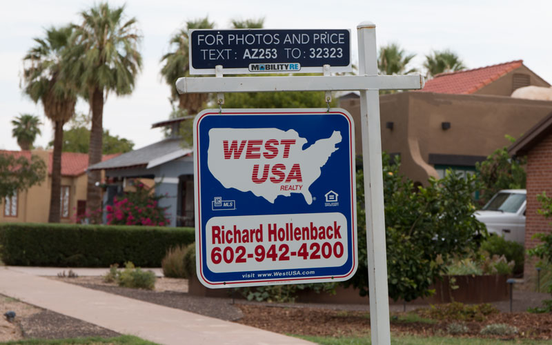 Eightteen percent of Phoenix homeowners had underwater mortgages. (File photo)