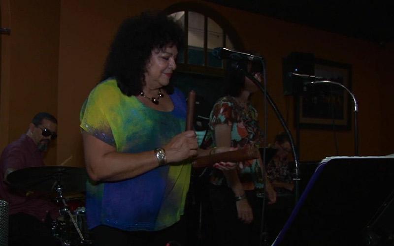 Carmela Ramirez performing. (Video by Erica Lang/Cronkite News)