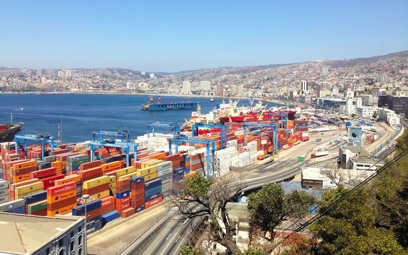 Containers are stacked in a port in Valparaíso, Chile. In 2012, the U.S. exported $22 billion worth of goods to the South American country. (Photo by Alicia Clark/Cronkite News)