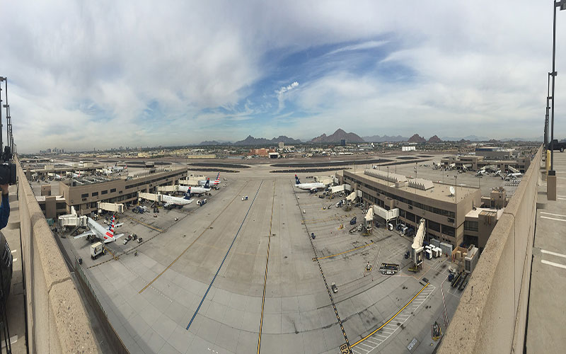 Overlooking the runway and gates at Phoenix Sky Harbor Airport. (Photo by Samantha Witherwax/Cronokite News)