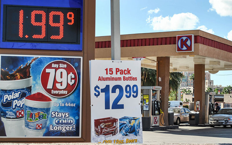 A rapid drop in gas prices in Arizona has freed up cash for consumers, who are spending it rather than saving it. (Photo by Brooke Stobbe/Cronkite News)