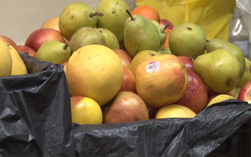 Apples donated to Mount of Olives Evangelical Lutheran Church by Waste Not. (Photo by Amber Kahwaji/Cronkite News)