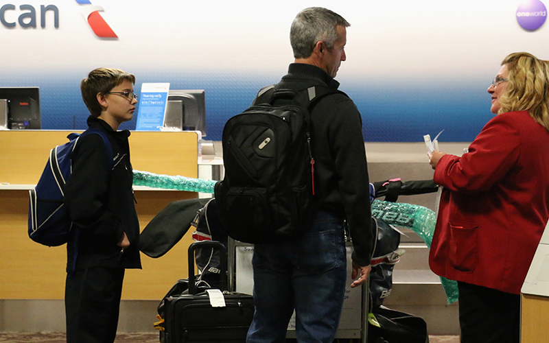 A family travels on American Airlines at Phoenix Sky Harbor International Airport. The CDC has issued a travel warning for the Zika virus, which has been spreading northward from Central America. (Photo by Kaitlyn Ahrbeck/Cronkite News)