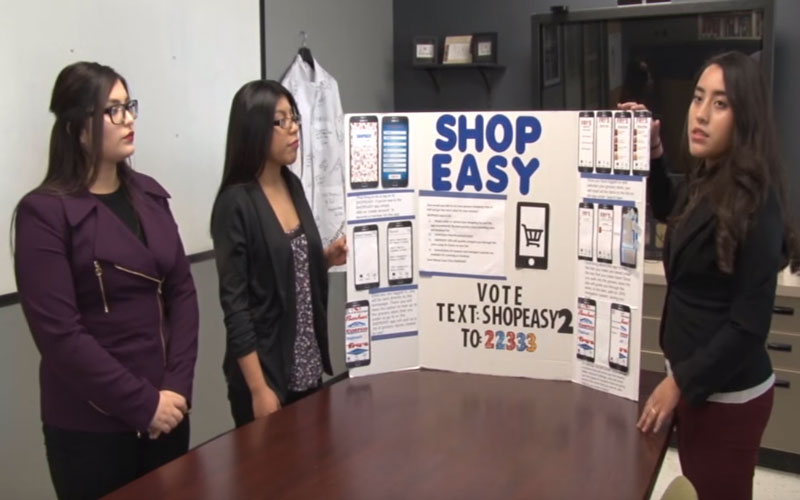 Olivia Higuera, Alejandra Alvarez, and Sila Fraye explain what their app concept SHOPEASY is about in Phoenix, AZ Feb. 3, 2016 (Jahaziel Bernal/Cronkite News)