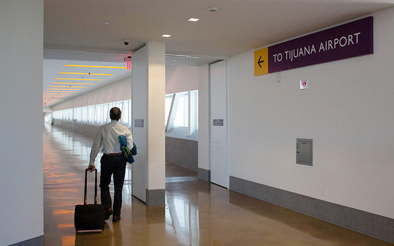 A skybridge links San Diego and Tijuana and allows passengers from the U.S. to catch flights in Mexico. (Photo by David Santillan/Cronkite News)