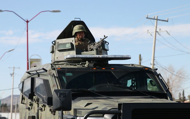 Military personal drive down the streets of Ciduad Juarez.(Photo by Cammeron Neely/Cronkite News)