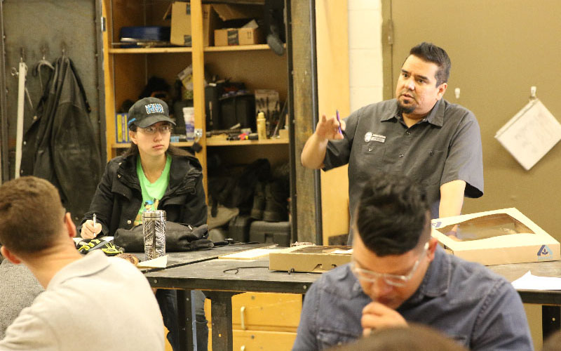 Angel Cabrales instructs some of his beginning sculpture students at University of Texas El Paso. (Photo by Chloe Nordquist/Cronkite News)