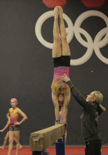 Olympic gold medalist Amanda Borden-Cochran instructs gymnasts at her Chandler gym. (Photo by Nicole Vitale/Cronkite News)