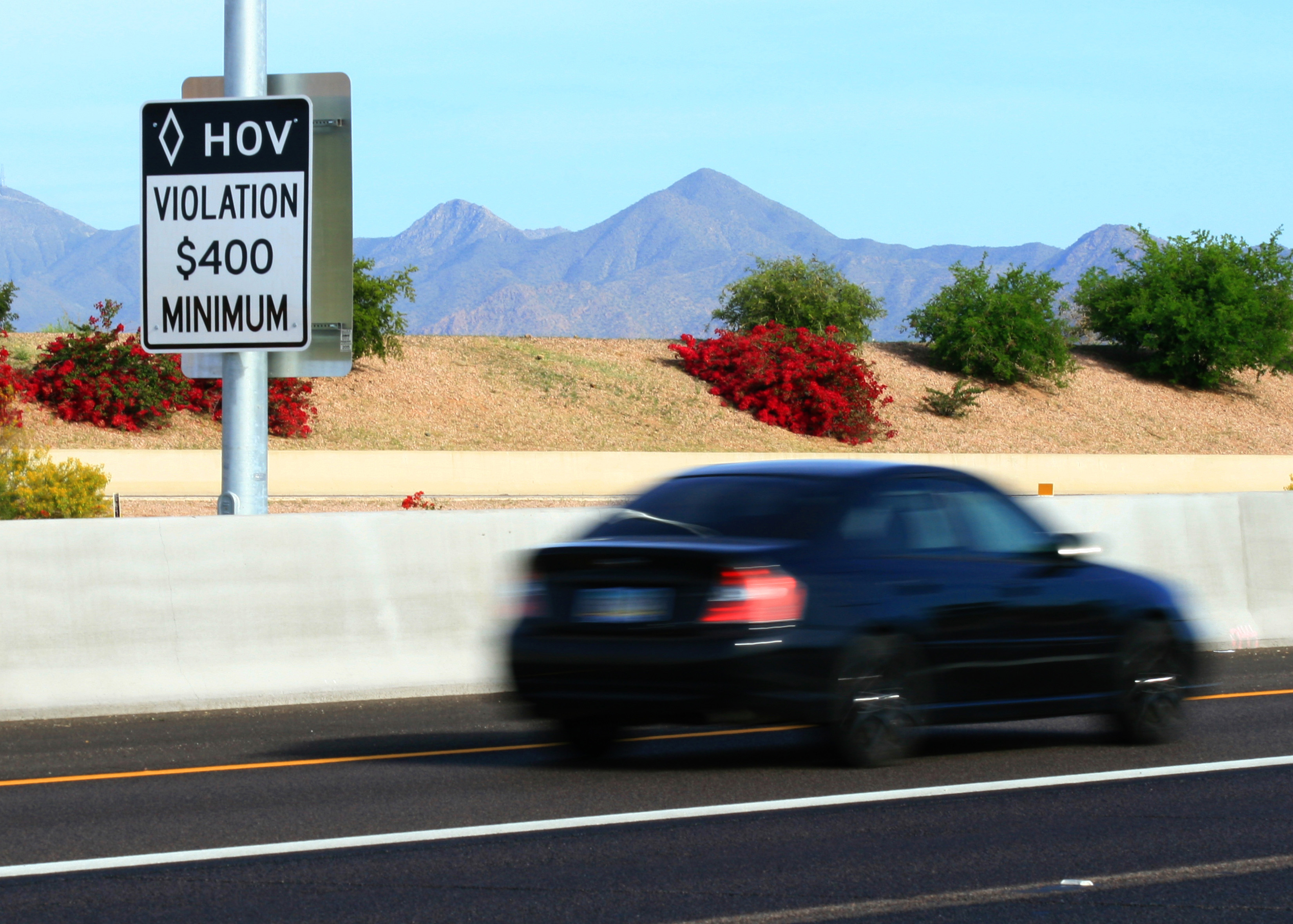 What Is Hov Lane >> Arizona Hov Lane Violations Rising Cronkite News Az Pbs