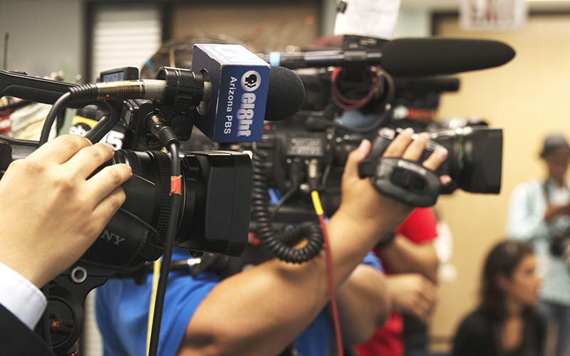Phoenix's news teams gathered at the Arizona Democratic Center to hear veterans speak on Trump's recent remarks. (Photo by Christopher West/Cronkite News)