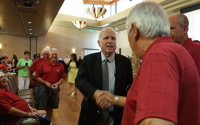 McCain meets with veterans