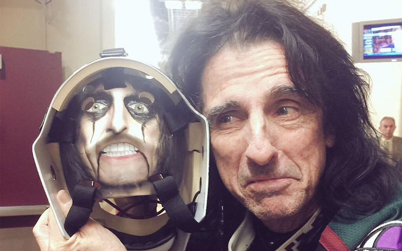 Rocker Alice Cooper is featured on this Mike Smith goalie mask created by David Arrigo (Photo courtesy of David Arrigo).