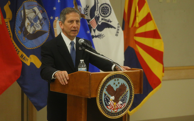 Deputy Secretary of Veterans Affairs Sloan Gibson speaks at the Carl T. Hayden VA Medical Center in Phoenix. He addressed challenges and successes. (Photo by Alejandro Barahona/Cronkite News)