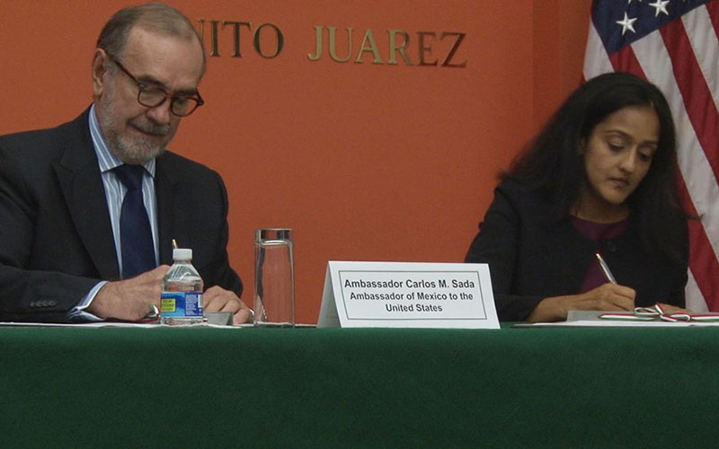 Mexican Ambassador Carlos Sada, left, and Vanita Gupta of the Justice Department's Civil Rights Division sign an agreement to protect the rights of of workers in the U.S. (Photo by Claire Caulfield/Cronkite News)
