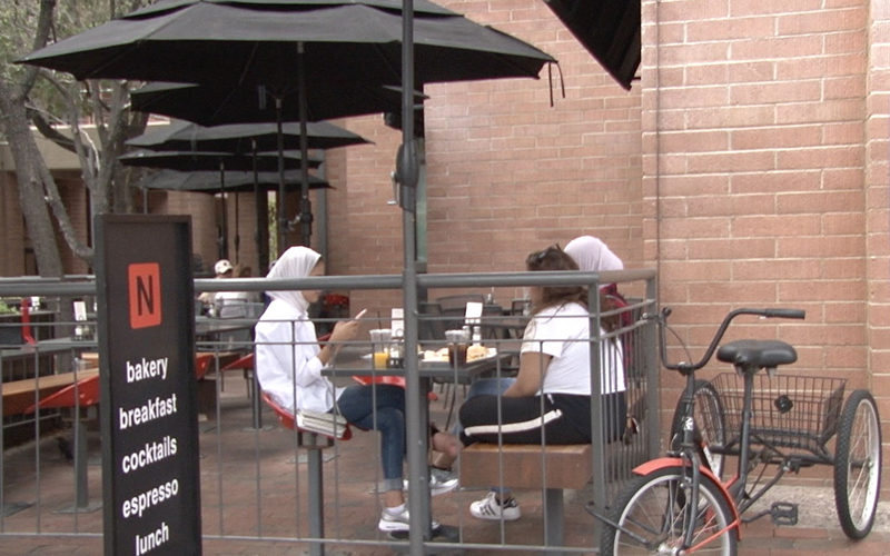 Some customers watched as protesters marched past Mill Avenue restaurants but continued to eat and socialize as usual. (Photo by David Caltabiano/Cronkite News)