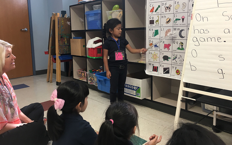 Students in this kindergarten class are English-language learners whose native language is Spanish. They expected to become proficient in English by the time they finish the school year. (Photo by Keerthi Vedantam/Cronkite News)