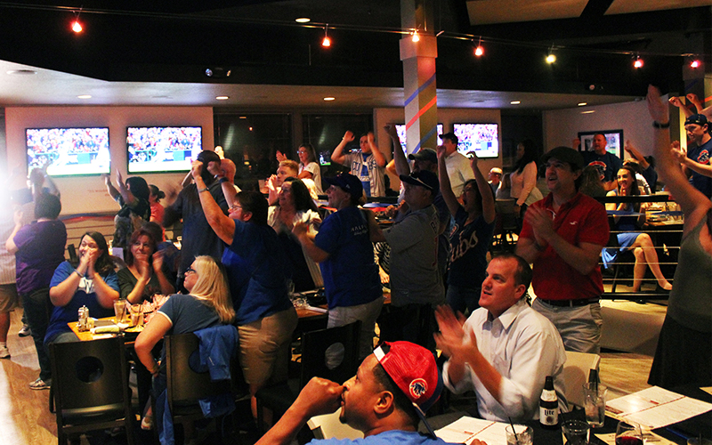 Nearly 400 Chicago Cubs fans gathered at Half Moon Windy City Sports Grill in central Phoenix to view Game 1 of the World Series. (Photo by Lindsey Wisniewski / Cronkite News)