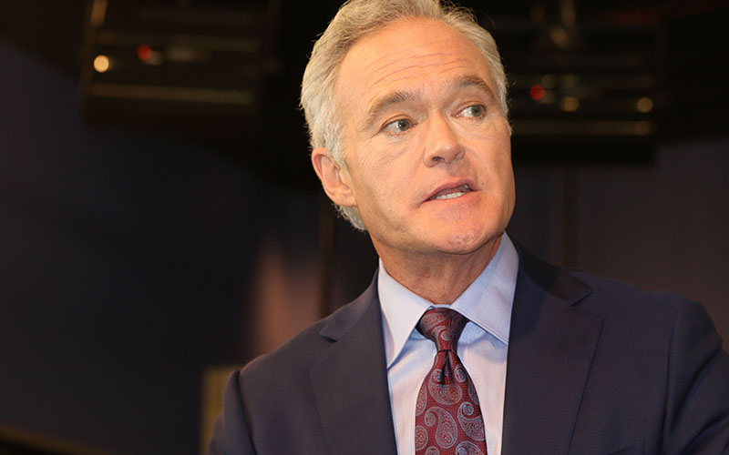 Scott Pelley, CBS Evening News anchor and managing editor, tells Cronkite News students their commitment to accuracy, fairness and honesty is the core of journalism. (Photo by Keerthi Vedantam/Cronkite News)