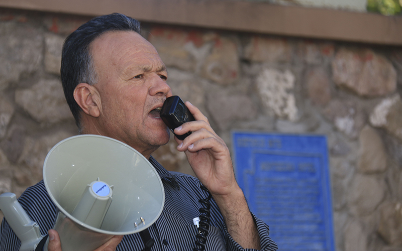 Francisco Barales crosses the border daily from Mexico to preach in a park in Nogales, Ariz. (Photo by Brian Fore/Cronkite News)