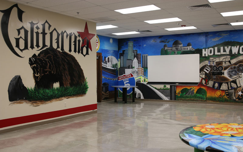 Inmates in a drug and alcohol program at La Palma Correctional Center created a room-sized mural celebrating their home state of California. (Photo by Kristiana Faddoul/Cronkite News)
