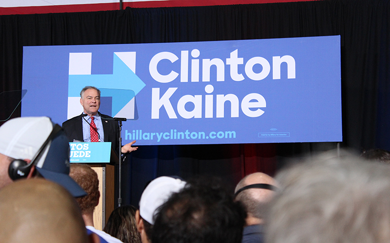 Tim Kaine addresses a crowd of mostly Latinos during his visit to Phoenix on the campaign trail. (Photo by Roman Russo/Cronkite News)