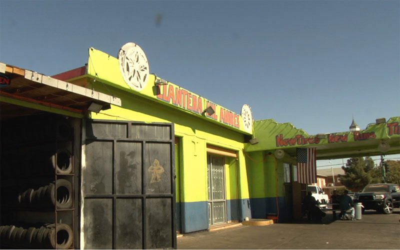Llantera Mil Amores on 7th Ave and Southern in Phoenix, AZ. (Photo by Yesenia Beltran/Cronkite News)