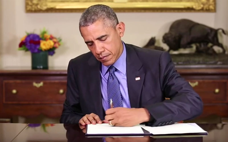 President Barack Obama, shown here signing commutation orders in June 2015, has granted clemency to 1,023 federal prisoners, more by far than any other president. None of those, so far, has gone to an inmate from Arizona. (Photo courtesy the White House)