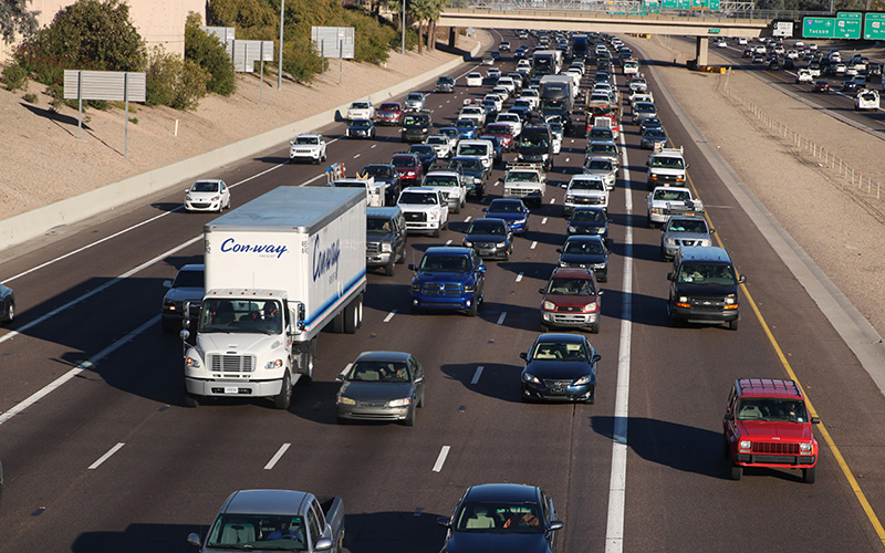 Evening commuters head west toward downtown Phoenix. Local transportation leaders are proposing a $1.4 billion plan to add carpool lanes and other improvements to the Interstate 10 and Interstate 17 corridor. (Photo by Jessica Clark/Cronkite News)