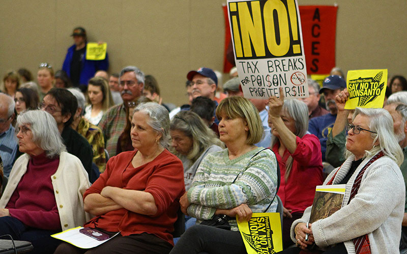 Pima County residents listened at an information session in Tucson about a  planned Monsanto greenhouse on seven acres in nearby Marana. (Photo by Taryn Martin/Cronkite News)