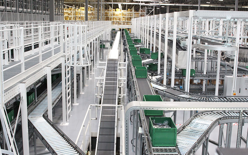 The REI wareshouse in Goodyear has motion-sensor conveyor belts that save energy by stopping whenever items are not on the conveyor belt.  (Photo by Megan Bridgeman/ Cronkite News)