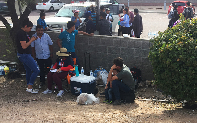 Migrants dropped off by ICE at bus stations | Cronkite News
