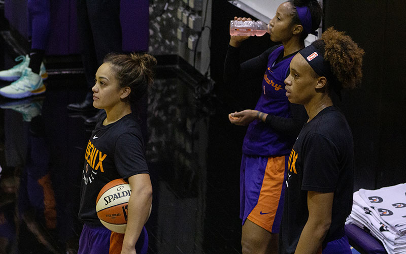 'It was tough': Leilani Mitchell boxes out adversity, leads Mercury to playoffs